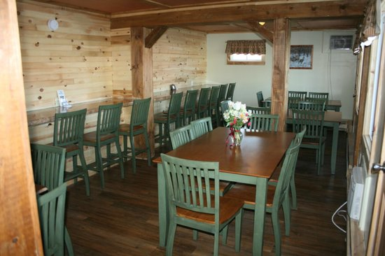 Vacationland Inn: Newly remodeled Continental Breakfast Room (expanded)