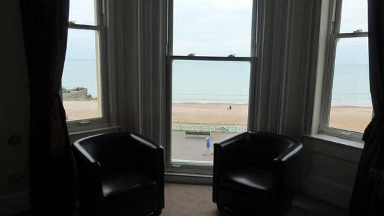Queens Hotel:                   sea view room. pier 2 mins walk. turn left onto the lanes