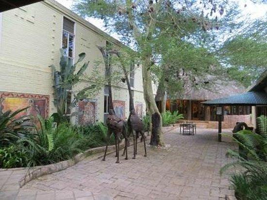 Anew Hotel Hluhluwe & Safaris: Courtyard
