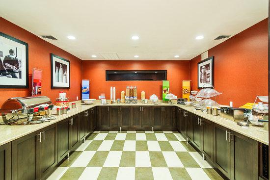 Hampton Inn St. George: Breakfast serving area