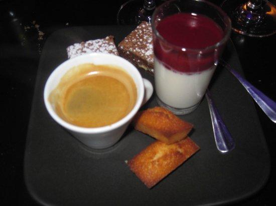 Le Dome Du Marais:                   Cafe Gourmand desert- recommended!