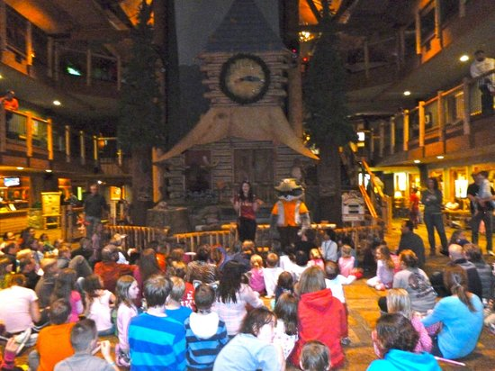 Great Wolf Lodge Water Park: Kids gather in the main lodge for story telling in the evening and to meet one of the critters