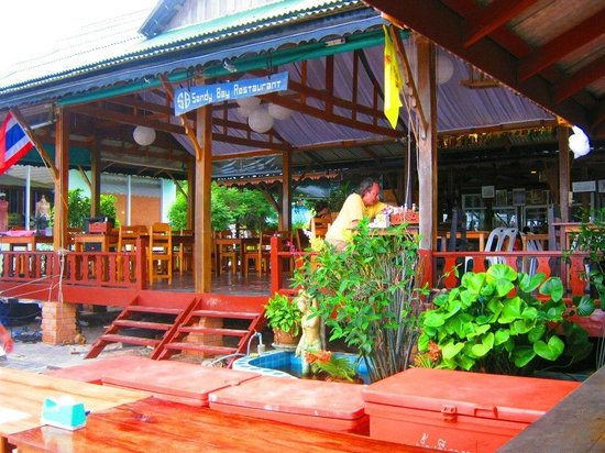 Sandy Bay Bungalows: Restaurant during the day