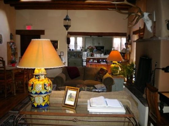 Hacienda Nicholas Bed & Breakfast Inn: The common area, where breakfast is served.