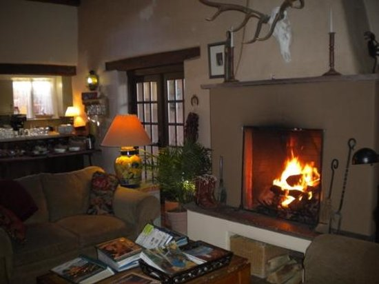 Hacienda Nicholas Bed & Breakfast Inn: The fireplace at breakfast.