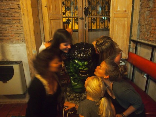 Kilca Hostel and Backpacker :                   Hulk de kilcas en el living
