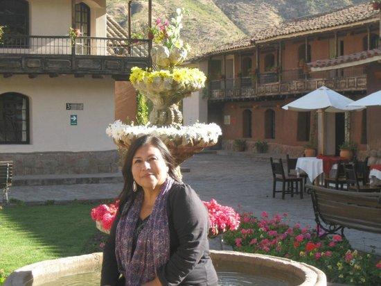 Sonesta Posadas del Inca Yucay:                   Pileta central al lado de la Capilla