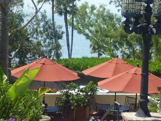 Casa Laguna Inn & Spa: Looking down from the pool towards the ocean.