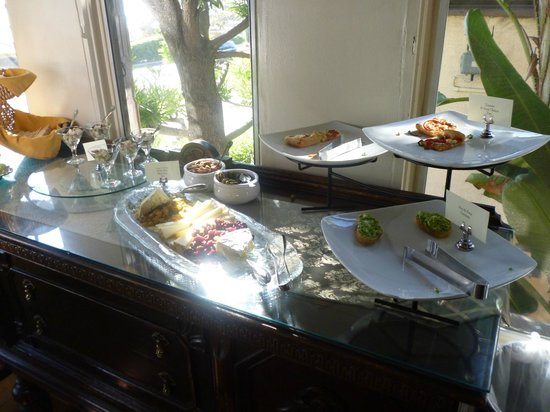 Casa Laguna Hotel & Spa: Wine and cheese platters