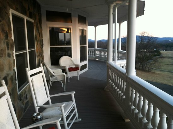 Skyline Vineyard Inn:                   Harmony Manor front porch