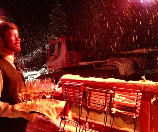 Alpino Vino:                   The waiter meets you with Prosecco as the snowcat pulls up
