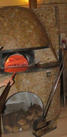 Pizzeria Mediterranea :                   il forno