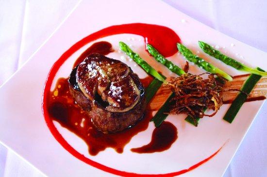 Restaurante Madre Luz: Solomillo con foie, piquillos y trigueros