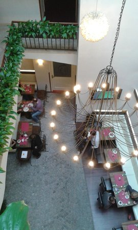 Hotel Residence Agnes:                   Desde arriba, lobby