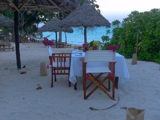 Ras Nungwi Beach Hotel: diner on the beach