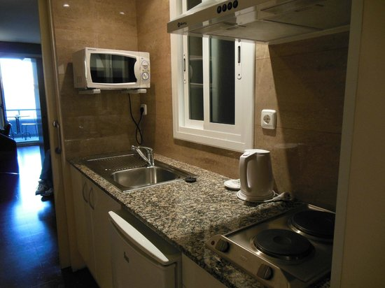 Atenea Calabria Apartaments: Kitchen area