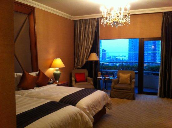 Shangri-La Hotel Bangkok : Balcony Room in  Krungthep Wing (Twin)