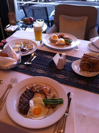 Shangri-La Hotel,Bangkok: Room service Breakfast
