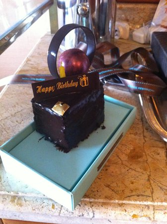 Shangri-La Hotel,Bangkok: Delicious Birthday Cake from the Shangri-La Chocolate boutique