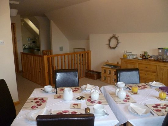 Rockville Bed and Breakfast:                   Dining area with kitchenette in background