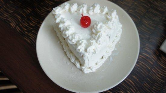 Surya Shanti Villa: Welcome cake!