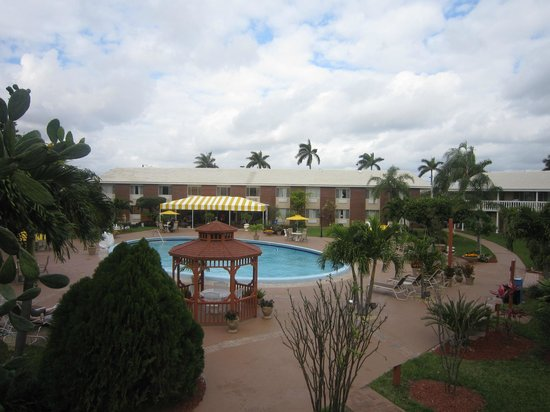 BEST WESTERN Palm Beach Lakes:                   Áreas recreativas