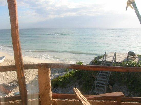 La Posada del Sol:                   Vista a la playa desde el balcón