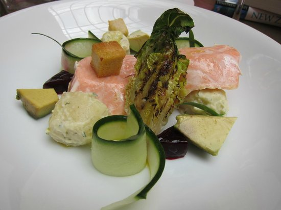 Hotel DeBrett: Poached Salmon Lunch Entree