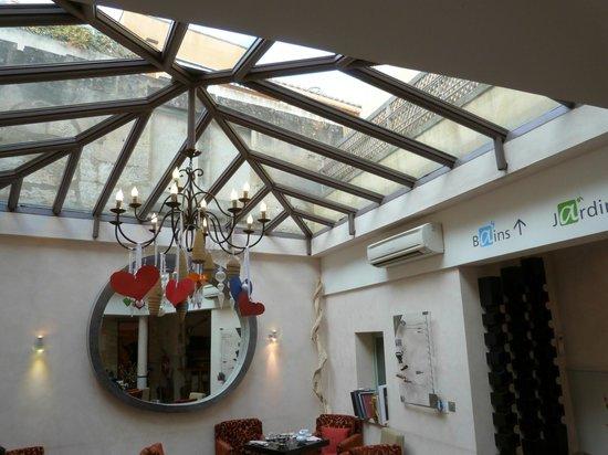 Hotel Spa Le Calendal:                   Lobby with Skylight