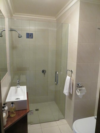 Grand Mercure Nelson Monaco Apartments:                                     Bathroom 1