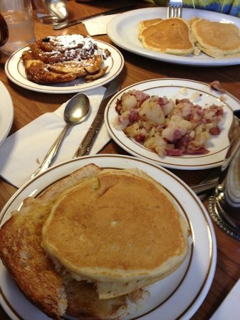 Rounds Restaurant A American Breakfast Delicious