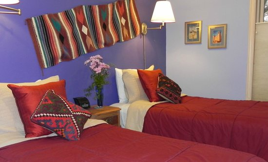 Chocolate Turtle Bed and Breakfast: Bunny Room has twin beds- perfect for friends traveling together