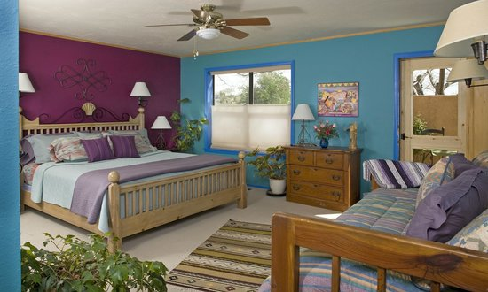 Chocolate Turtle Bed and Breakfast: The Sandia Room has a king bed and an antique Taos bed