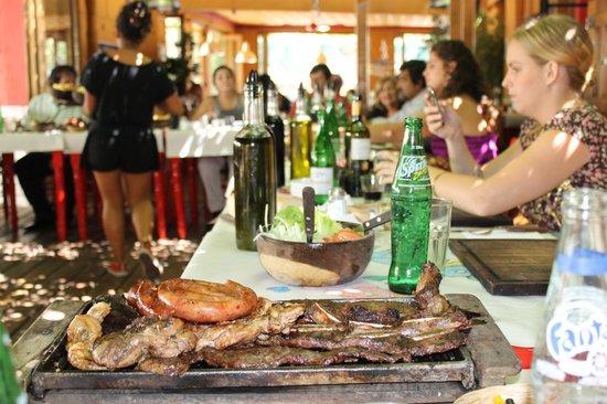 Acassuso, الأرجنتين:                                     las mesas afuera                                  