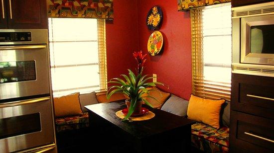 Ed Lugo Resort:                   Dinette villa 2425