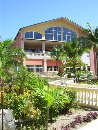 Infinity Bay Spa and Beach Resort : Réception, restaurant buffet et 3eme étage en construction