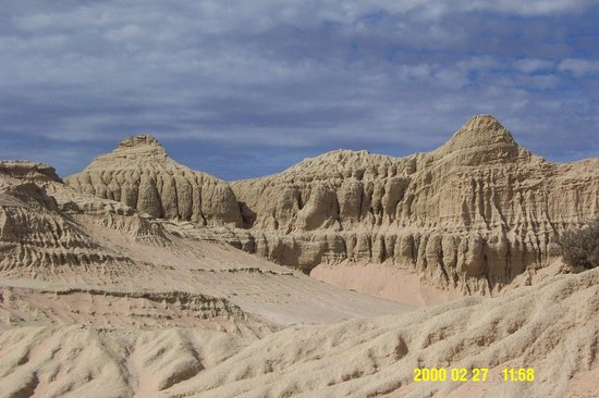 Murraytrek 4WD Outback Adventure Day Tours:                                     munvo walls of China