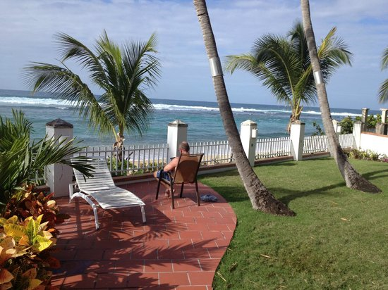 Villa Tropical Oceanfront Apartments on Shacks Beach: Patio of Q1