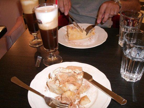 Chemin Bistro Cafe :                   Apple pie and greek coffe