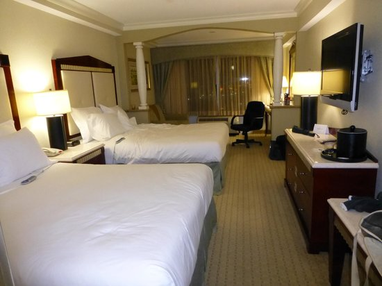 Radisson Hotel Orlando - Lake Buena Vista:                   2 Queen Sized beds!