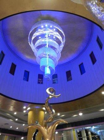 Hotel Riu Palace Bavaro:                   luminaire du hall