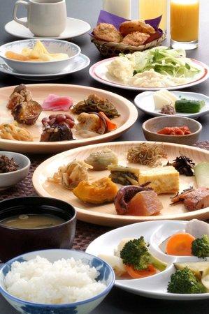 Syunsai no Sho Sakadojo: 田舎料理朝食バイキング