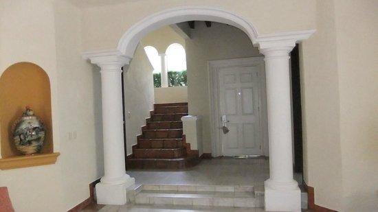 كازا فيلاز لاكشري بوتيك للبالغين فقط - شامل جميع الخدمات:                   Going upstairs to to our bedroom                 