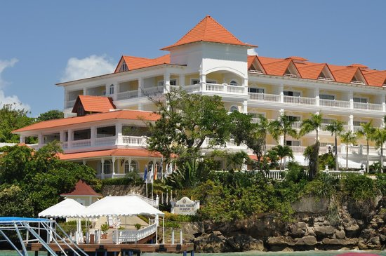 Luxury Bahia Principe Cayo Levantado Don Pablo Collection:                   Main building