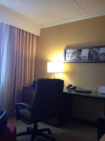 Charlotte Marriott City Center:                   Orange room