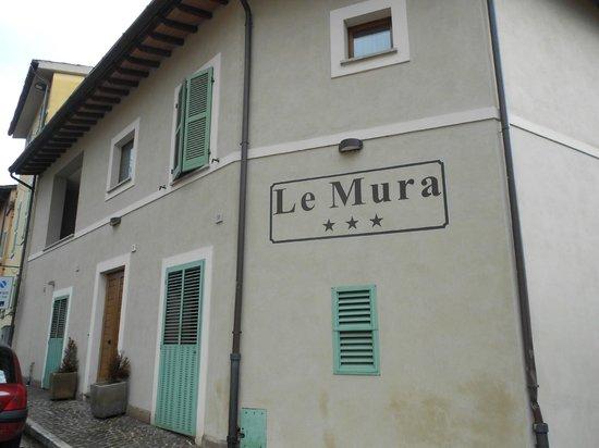 Albergo Ristorante Le Mura :                   Outside of Hotel
