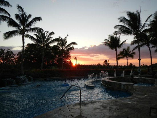 Kohala Suites by Hilton Grand Vacations:                   Pool Sunset
