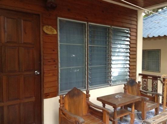 Koh Tao Tropicana Resort :                   porche!