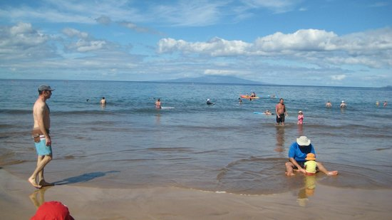 Grand Wailea - A Waldorf Astoria Resort:                   Kids playing on beach