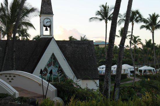 Grand Wailea - A Waldorf Astoria Resort :                   View of Chapel from room